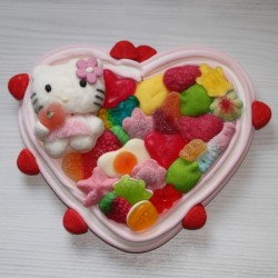 Coeur en bonbons personnage Hello Kitty