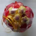 Bouquet de fleurs en bonbons rouge/jaune fleurs jaunes