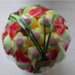 Bouquet de fleurs en bonbons vert/jaune fleurs vertes