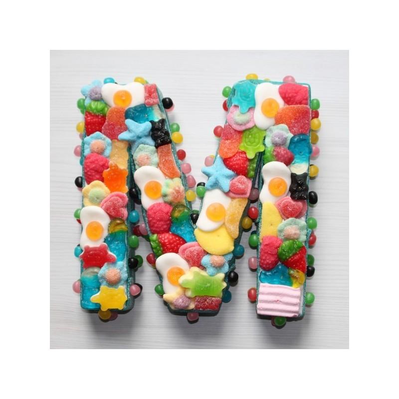 superbe lettre en bonbons pour c u00e9l u00e9brer avec des douceurs un  u00e9v u00e9nement