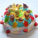 Gâteau d'anniversaire en bonbons animaux et palmier