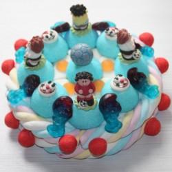 Gâteau d'anniversaire en bonbons footballeurs